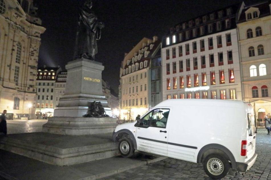 Fahrer fuhr mit Absicht gegen das Denkmal