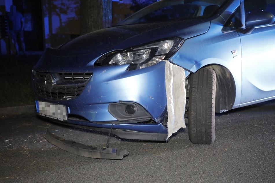 Bei dem Unfall gegen 22.30 Uhr auf der Carl-von-Ossietzky-Straße in Chemnitz wurde der Opel heftig beschädigt.