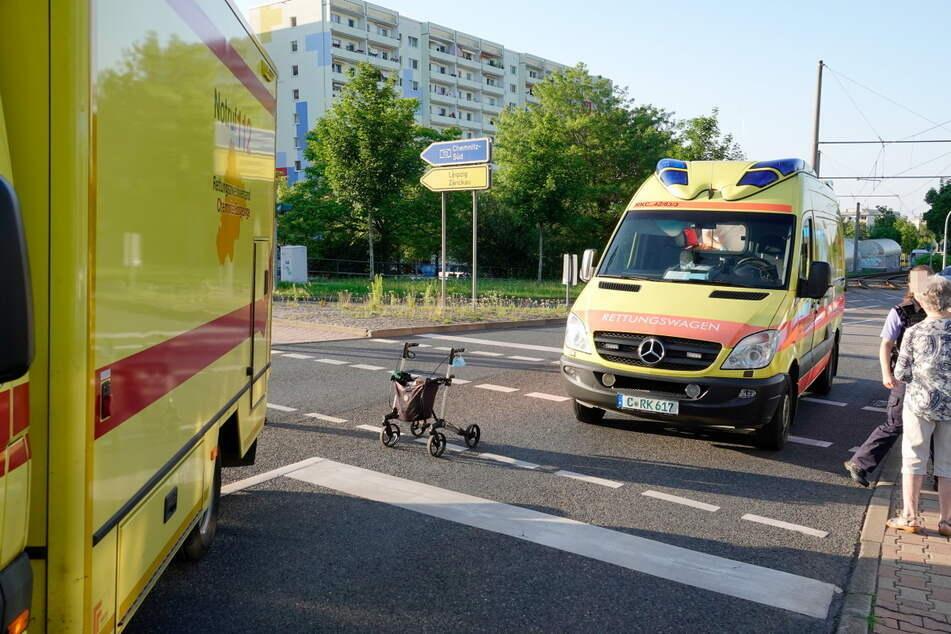 Frau mit Rollator in Chemnitz von Straßenbahn erfasst: Polizei sucht Zeugen