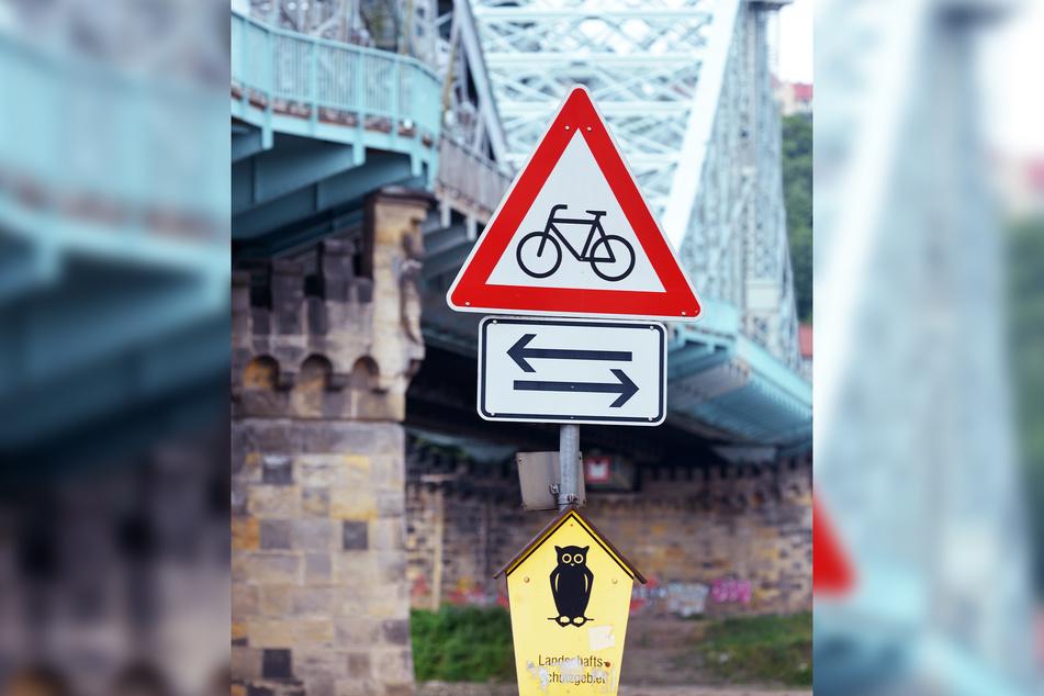 Dieses unscheinbare gelbe Schild verbietet Autofahrern eigentlich das Weiterfahren.