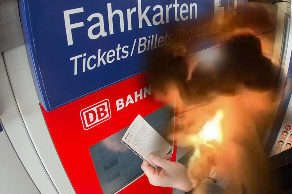 In Grünau sprengte ein Unbekannter in der Nacht zum Dienstag einen Fahrkartenautomaten. (Symbolbild)