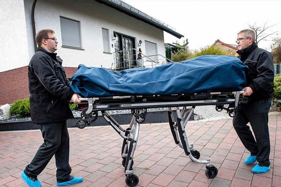 Bestatter holten das Opfer am 16. November 2015 in der Wohnung in Vlotho ab.