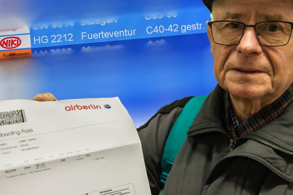 Wolfgang Sonne aus Rathenow zeigt am Flughafen Tegel seine Bordkarte für einen Flug mit der Air-Berlin-Tochter Niki.