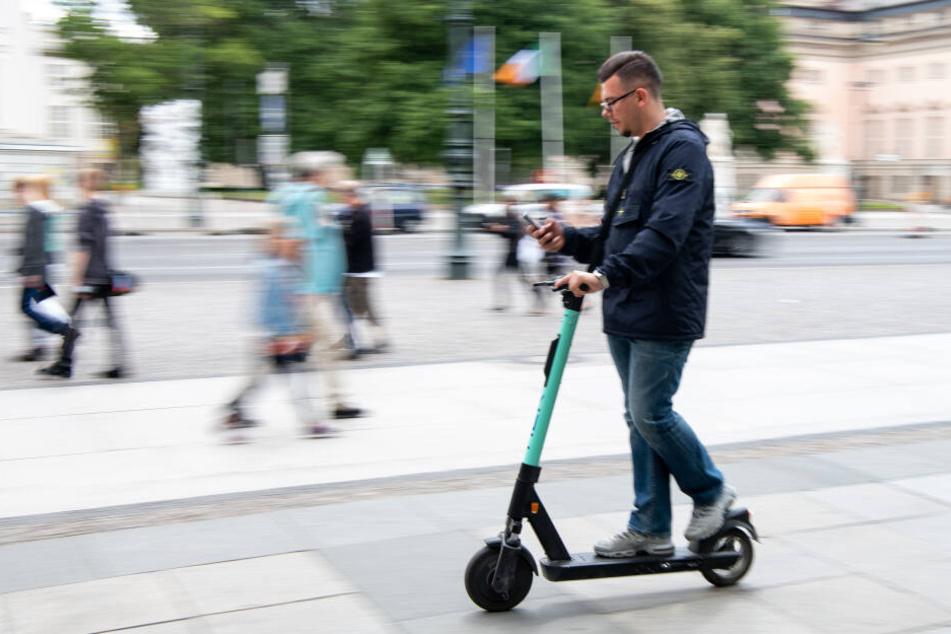 Bereits kurz nach der Zulassung der E-Roller kam es zu zahlreichen Unfällen. (Symbolbild)
