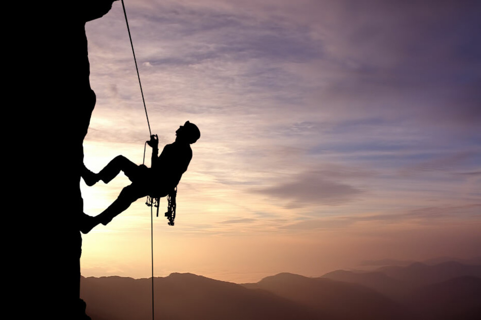 Der Kletterer stürzte nachdem sich ein Klemmkeil löste. (Symbolbild)