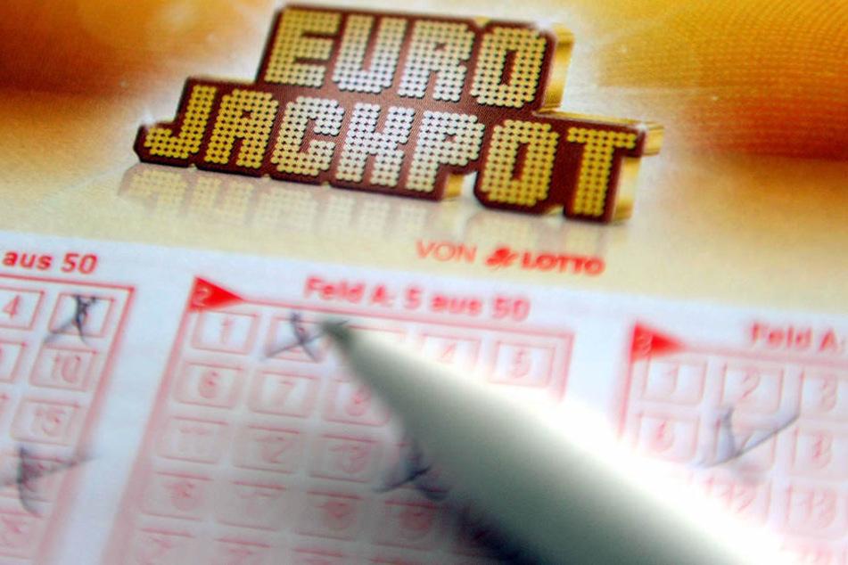 Teamwork: Zwei Freunde gewinnen 2,9 Millionen im Eurojackpot