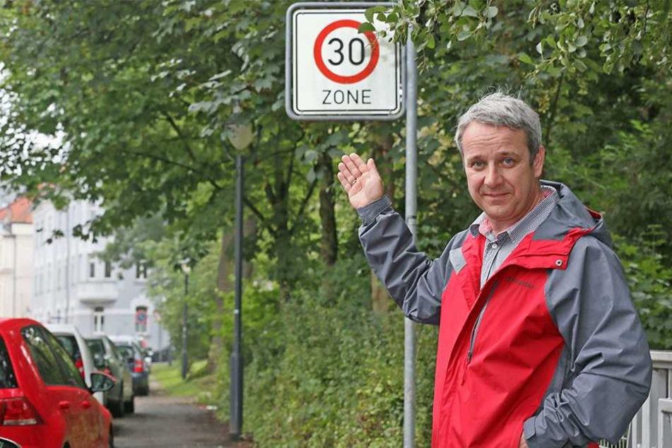AfD-Stadtrat Sven Itzek (47) fordert: Kommt die Tangente, dann Tempo 30 in der City und  keine Ampeln mehr.