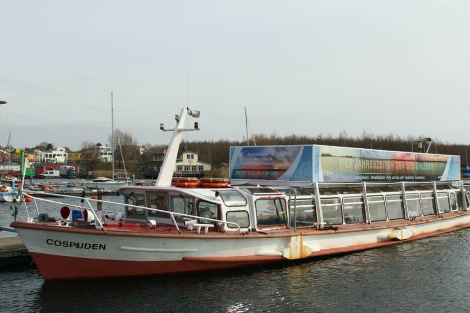 Die MS Cospuden fuhr seit der See-Freigabe im April 2000 auf dem Cossi. Vorher war das 1958 gebaute Schiff auf den Amsterdamer Grachten, der Hamburger Alster und auf der Elbe als Fahrgastschiff im Einsatz.