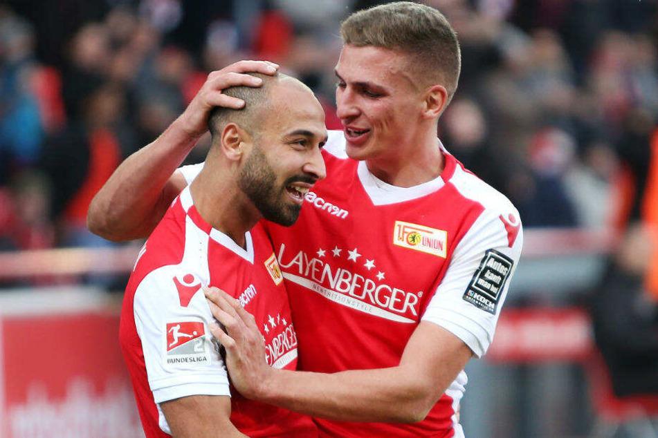 Grischa Prömel gratuliert Akaki Gogia zu seinem Treffer.