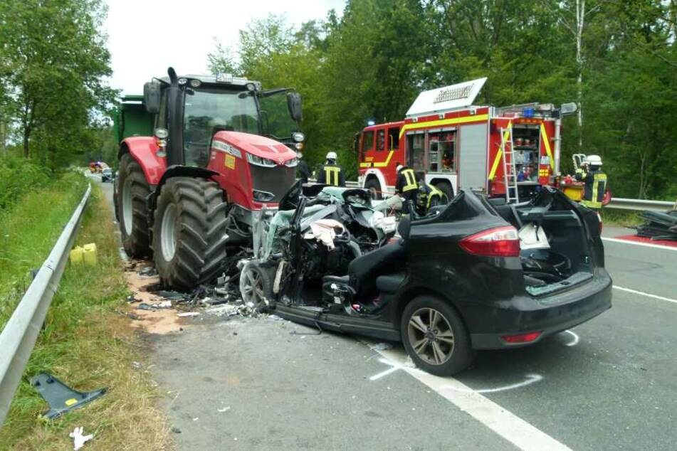 Der Autofahrer starb an der Unfallstelle.