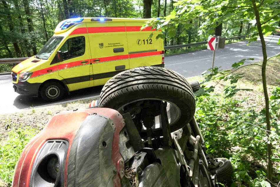 Die beiden Insassen in dem Suzuki blieben unverletzt. Ein Krankenwagen war trotzdem vor Ort.