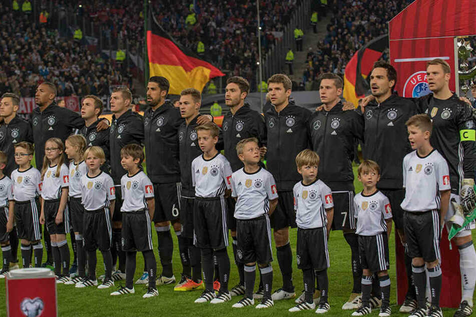 Diese Spielerjacken hätten sicher auch den deutschen Ersatzspielern besser zu Gesicht gestanden.
