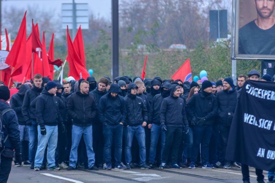 Mehr als 1000 Menschen hatten bereits am Samstag in Magdeburg gegen die dort am Mittwoch startende Innenministerkonferenz demonstriert.
