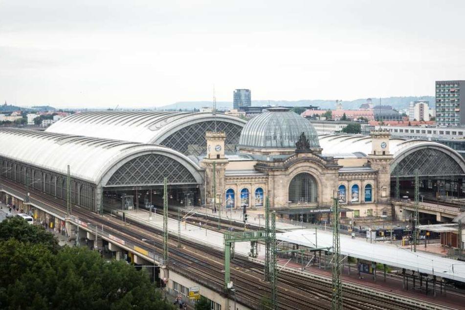 Der Dresdner Hauptbahnhof. Einst dauerte die Reise von hier nach Berlin unter  zwei Stunden. Vom Neustädter Bahnhof brauchten Ende der 1930er Schnellzüge sogar  nur eine Stunde und 30 Minuten.
