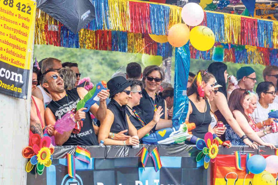 8000 Lesben, Schwulen, Bi- und transidente Menschen feiern die Liebe in Dresden.