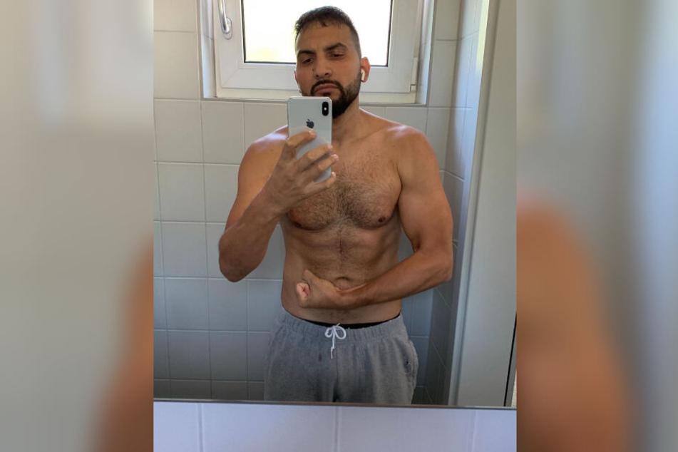 Attila Hildmann zeigt nicht nur vorm Spiegel seine Muskeln.