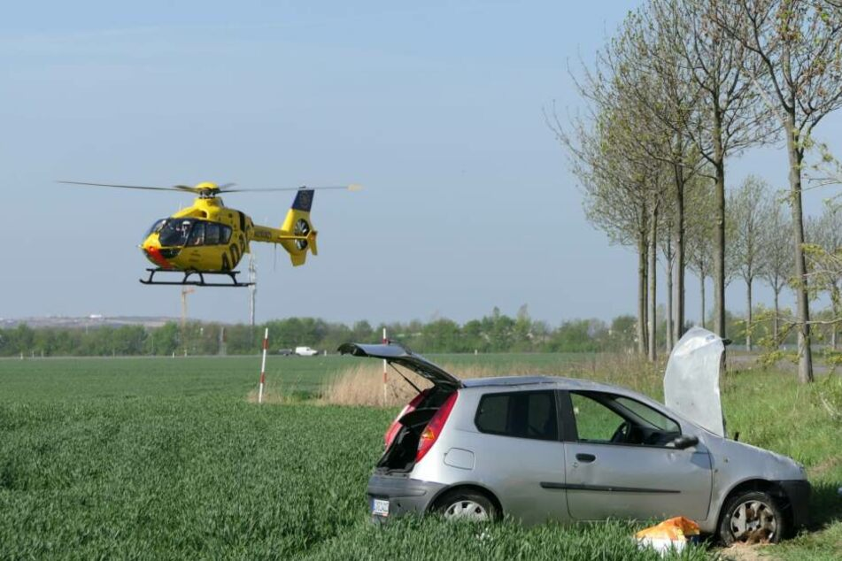 Auch ein Rettungshubschrauber war zunächst alarmiert worden. Mittlerweile soll die verletzte Person jedoch per Krankenwagen in die nächstgelegene Klinik gebracht worden sein.