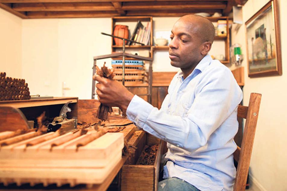 Mit ihrem Mann Lazaro Javier Herrera Cabrera (44) gründete sie die Manufaktur. Er hat das Zigarrendrehen auf Kuba gelernt.
