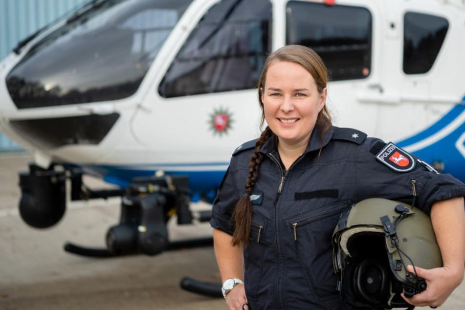 Kommisarin Kirsten Böning ist die erste Frau in Niedersachsen, die einen Polizeihubschrauber fliegen darf.