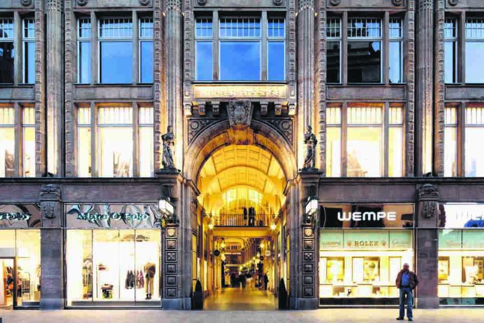 Auerbachs Keller findet man in der Mädlerpassage zwischen zwei  Einkaufsketten. Droht der Kneipenlandschaft das selbe Schicksal wie dem  Einzelhandel?