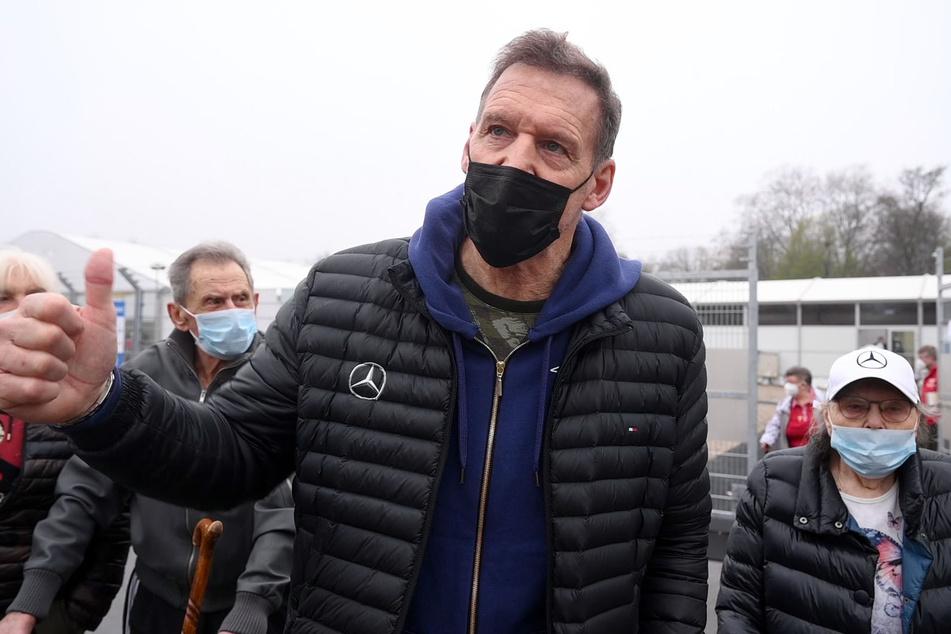 Ralf Moeller begleitete seine Eltern zu dem zweiten Impftermin.
