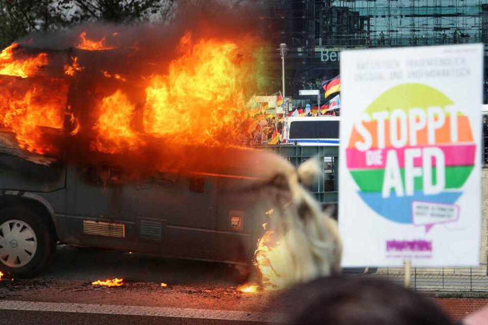 VW Bus mit Anti-AfD-Aufklebern angezündet: Staatsschutz ermittelt