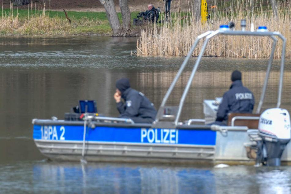 Die Wasserschutzpolizei barg den Leichnam der 33-Jährigen aus dem Gewässer. (Symbolbild)