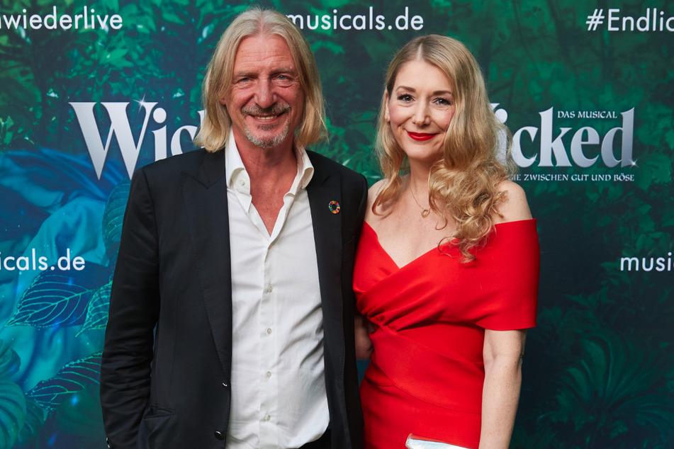 """Frank Otto (64), Unternehmer, und Sandra Quadflieg (42), Schauspielerin, kommen zur Premiere des Musicals """"Wicked""""""""."""