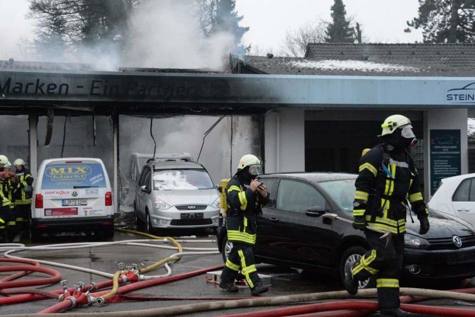 Die Feuerwehr hatte stundenlang mit den Löscharbeiten zu tun.