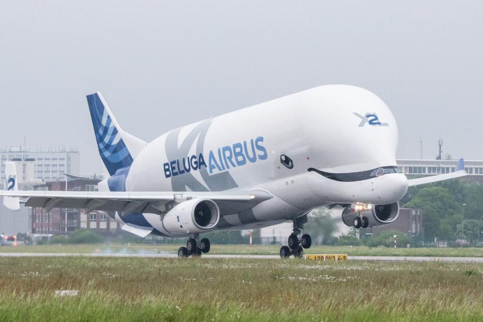 """Erstmals ist ein neuer """"BelugaXL"""" von Airbus in Hamburg gelandet."""