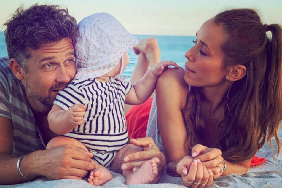 Wayne und Annemarie zusammen mit ihrem Sohn im Urlaub.