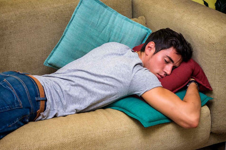 Der Mann machte es sich im Möbelhaus gemütlich, um sich aufzuwärmen und zu schlafen. (Symbolbild)