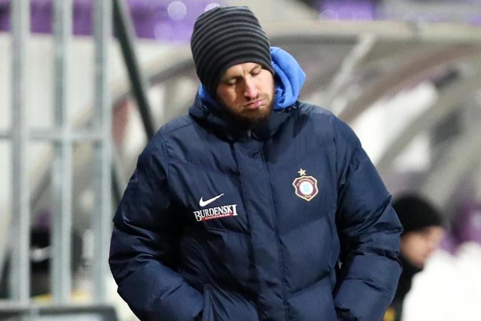 Das Gesicht spricht Bände: FCE-Coach Hannes Drews konnte teilweise nicht mehr mit anschauen, was seine Jungs spielten.