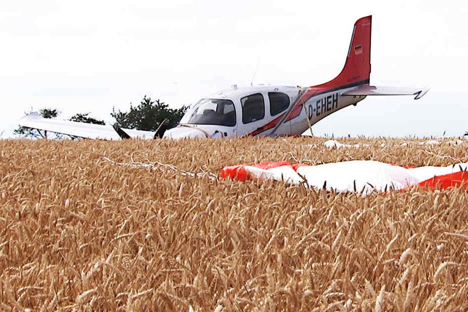Flugzeug stürzt auf Feld in Nordsachsen ab
