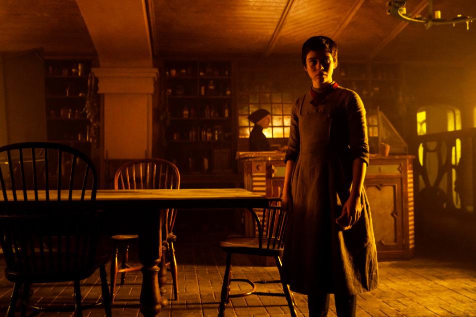 Gretel (Sophia Lillis) ist erleichtert, dass sie mit ihrem Bruder endlich einen (vermeintlich) sicheren Unterschlupf bei einer alten Frau mitten im Wald gefunden hat.