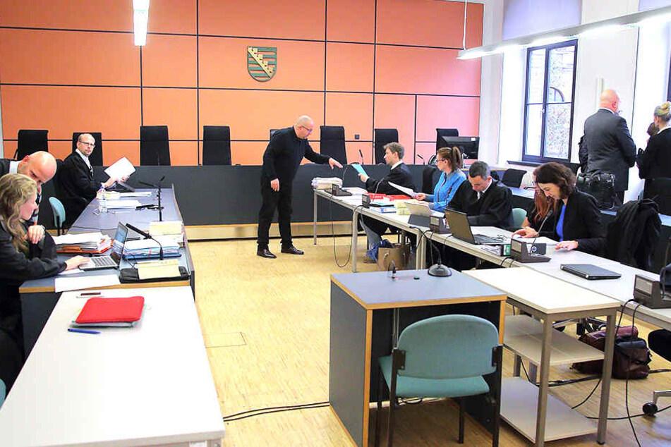 Kammerchef Joachim Kubista (54) und seine Kammer muss sich jetzt mit mehreren Befangenheitsanträgen befassen. Die Angeklagten und sogar die Opfer stellten die Anträge dazu.