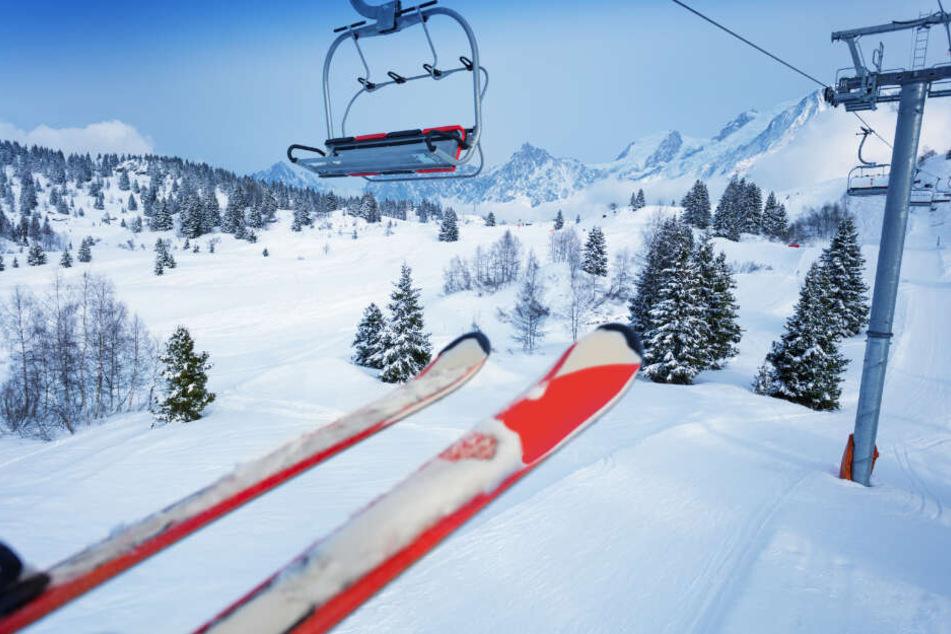 Deutsche Skifahrerin rutscht in Tirol aus Sessellift und fällt meterweit in die Tiefe