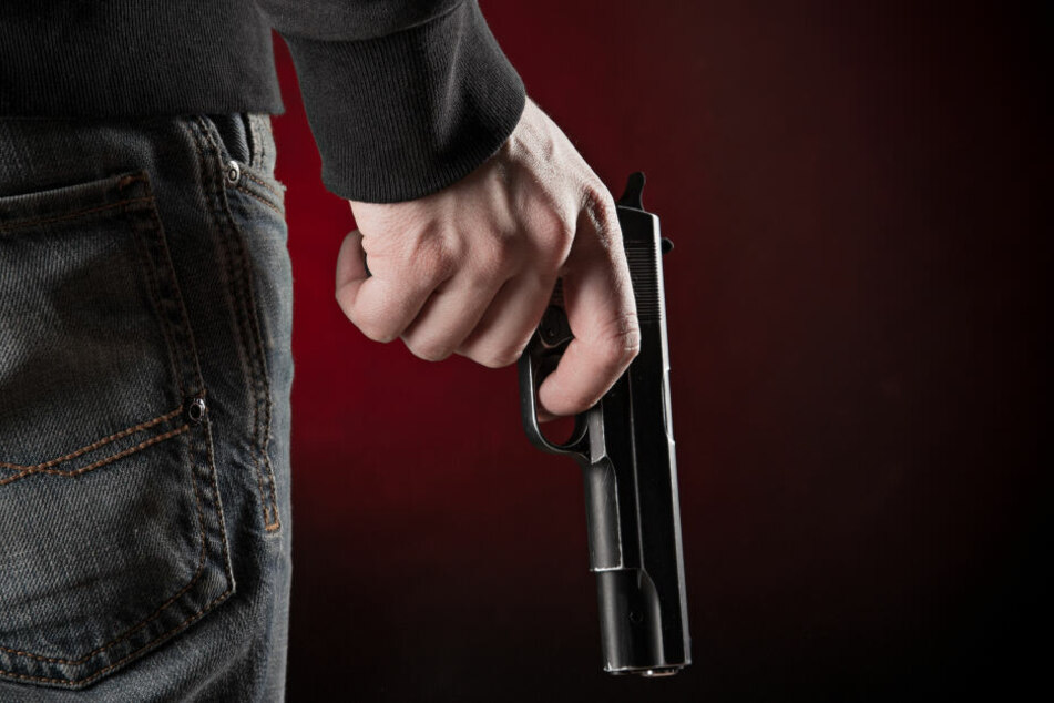 Die Polizisten gingen davon aus, dass sie mit einer Pistole bedroht wurden. (Symbolbild)