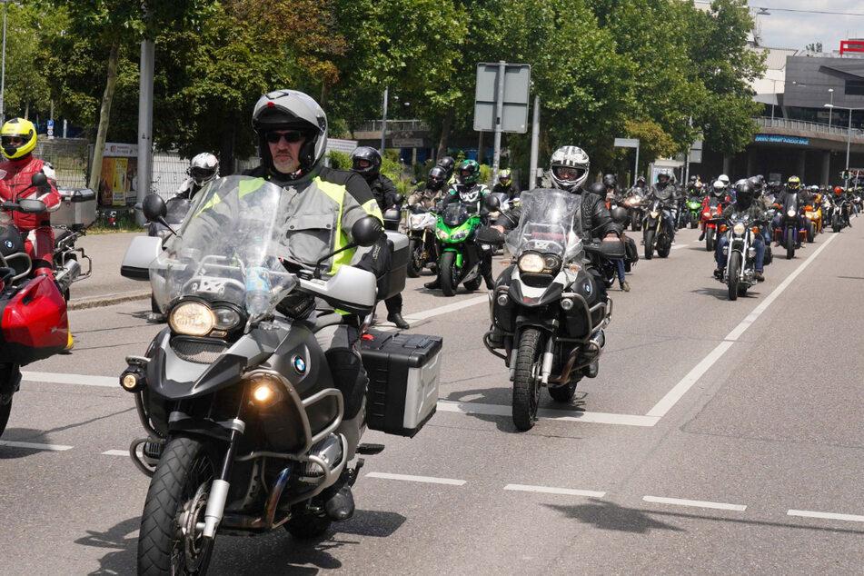 Die Polizei sprach von 10.000 Bikern, die am Samstag in Stuttgart protestierten.
