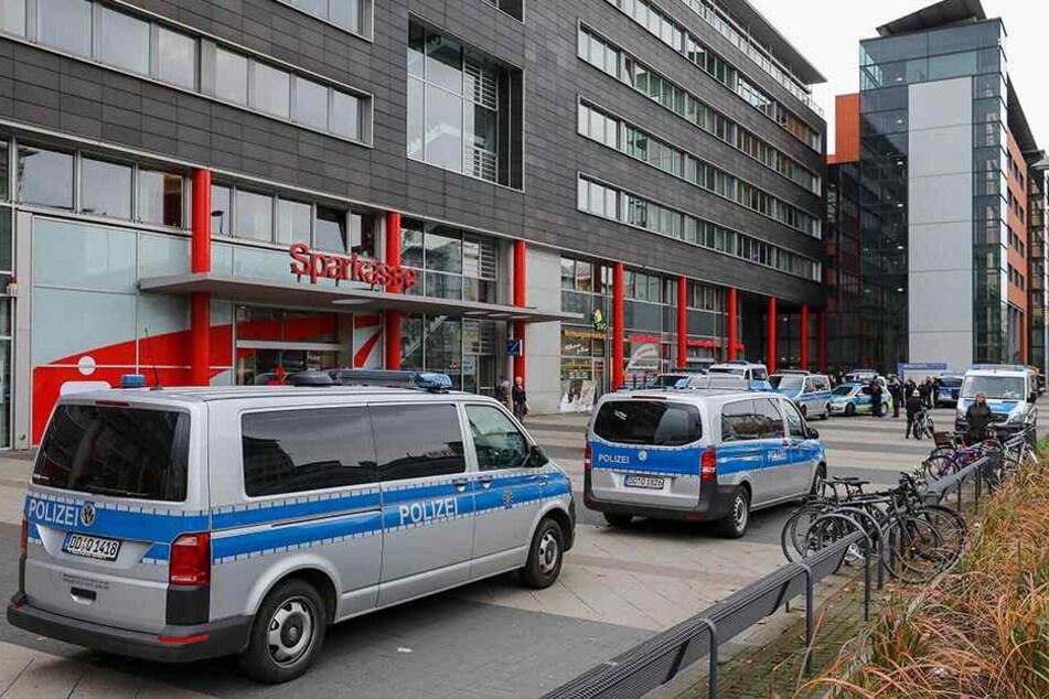Polizeieinsatz im Moritzhof: Das Rathaus registriert eine steigende Zahl an Übergriffen auf städtische Mitarbeiter.