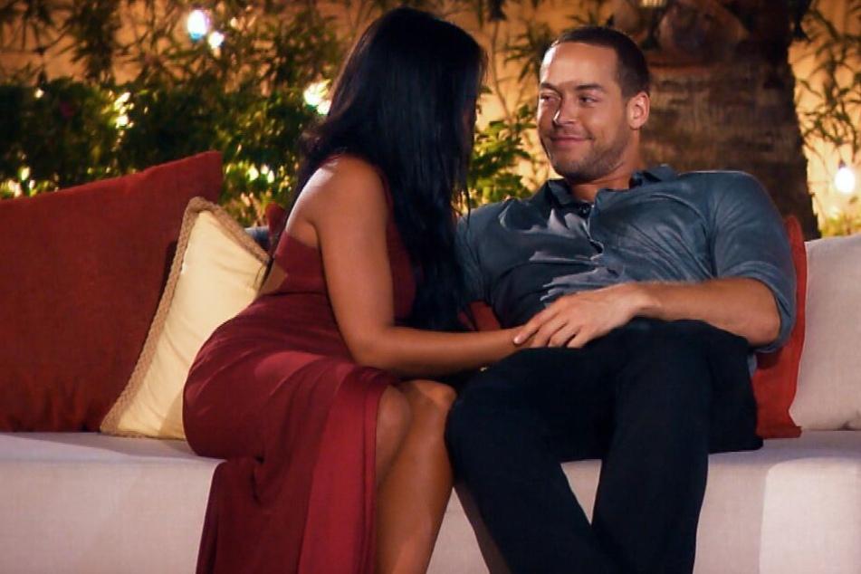 Innige Blicke fallen zwischen Nathalia und dem Bachelor.
