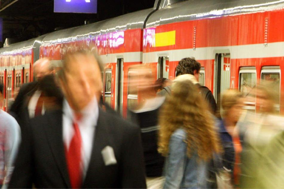 Fahrgäste des RMV kannten in der Vergangenheit nur Preiserhöhungen (Archivbild).