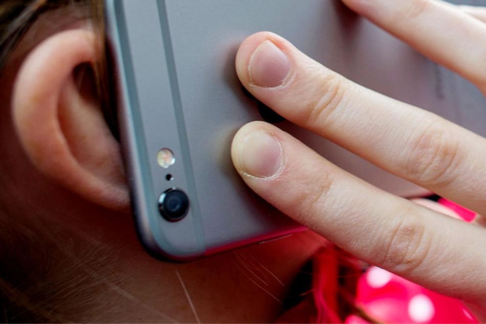 Hessens Verfassungsschützer sollen die Möglichkeit erhalten, die komplette Kommunikation eines Handys oder Computers aufzuzeichnen (Symbolbild).