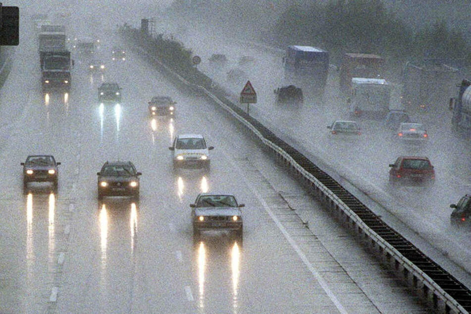 Auf der Autobahn 3 ist es am Freitagabend zu einer heftigen Unfallserie gekommen. (Symbolbild)