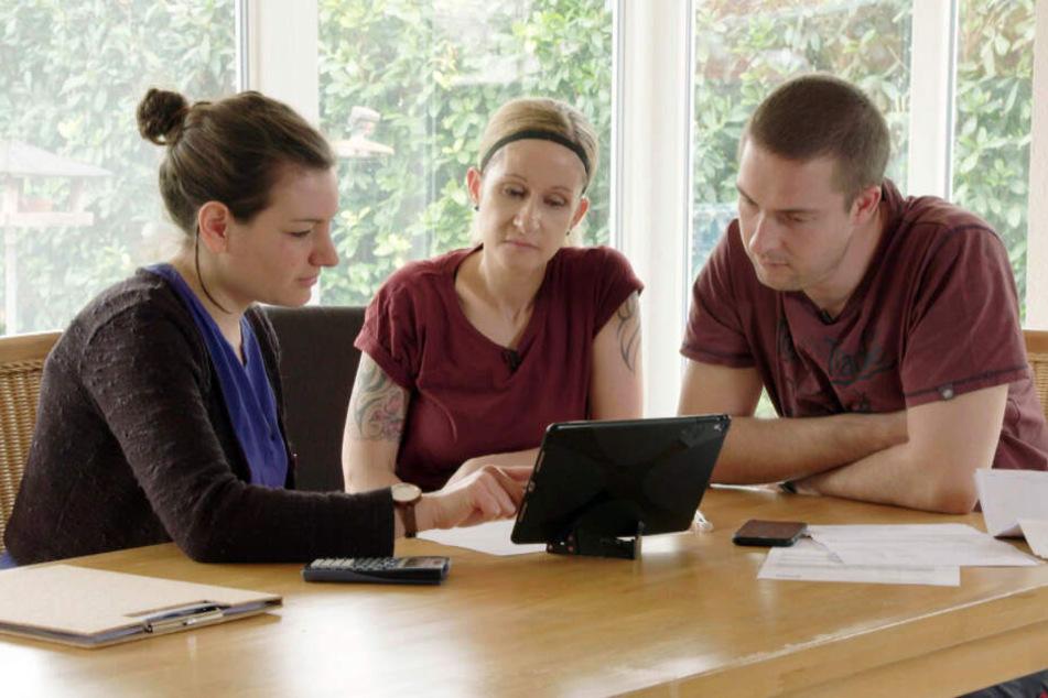 In dem vierwöchigen Experiment wurde Familie Döring von Umweltpsychologin Annalena Becker (l.) unterstützt.