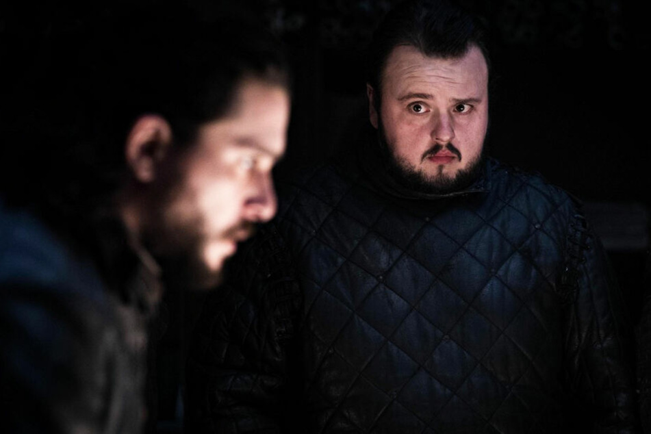 Auf Samwell Tarly (r., John Bradley) und Aegon Targaryen (Kit Harington) kommen schwere Aufgaben zu.