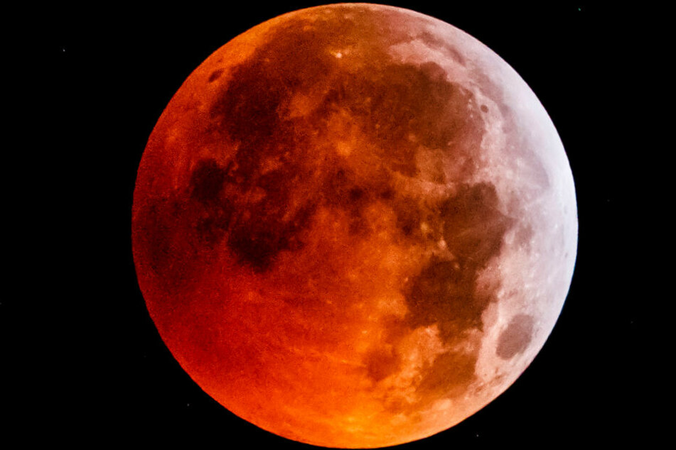 Das Bild zeigt eine totale Mondfinsternis.