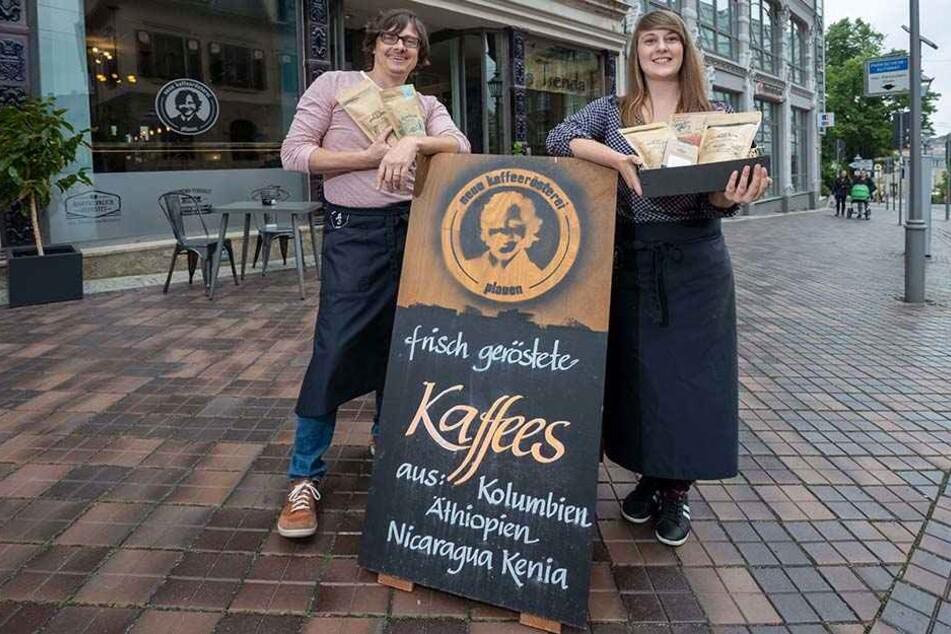 Daniel Zeller (43) und Barista Jessica Pleißner (24) machen Coffein-Junkies glücklich.