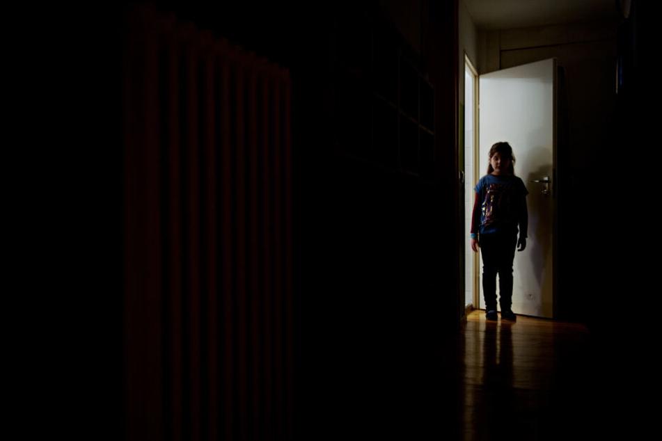 Angst vor schlechten Noten, fiese Mitschüler, Stress - Schule kann für Kinder hart sein.