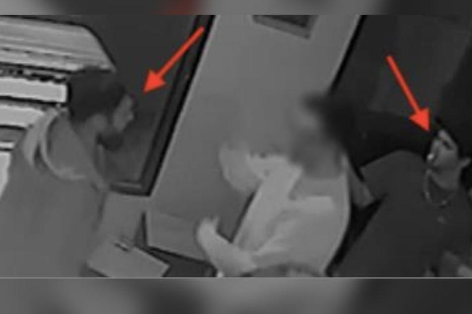 Der eine trägt einen Kapuzenpullover (links), der andere ein T-Shit (rechts) - nun sucht die Polizei nach ihnen.